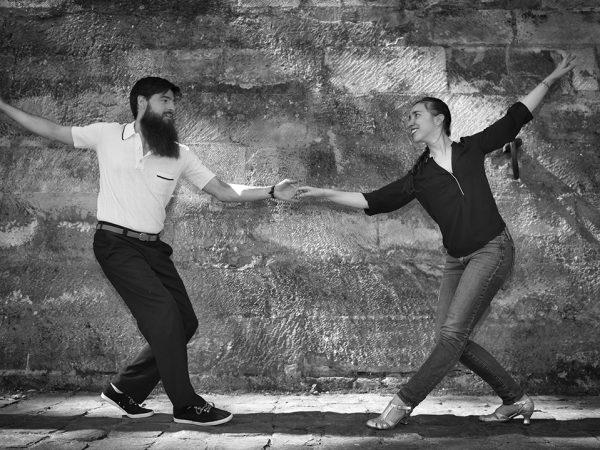 Florien et Amandine dansent le lindy hop